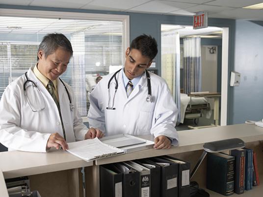 medizin jobs finde hier stellenangebote als assistenzarzt. Black Bedroom Furniture Sets. Home Design Ideas
